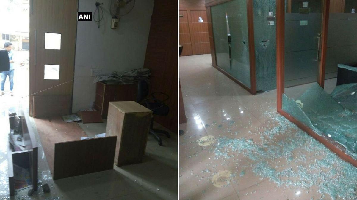 मुंबई में कांग्रेस के मुख्यालय पर तोड़फोड़