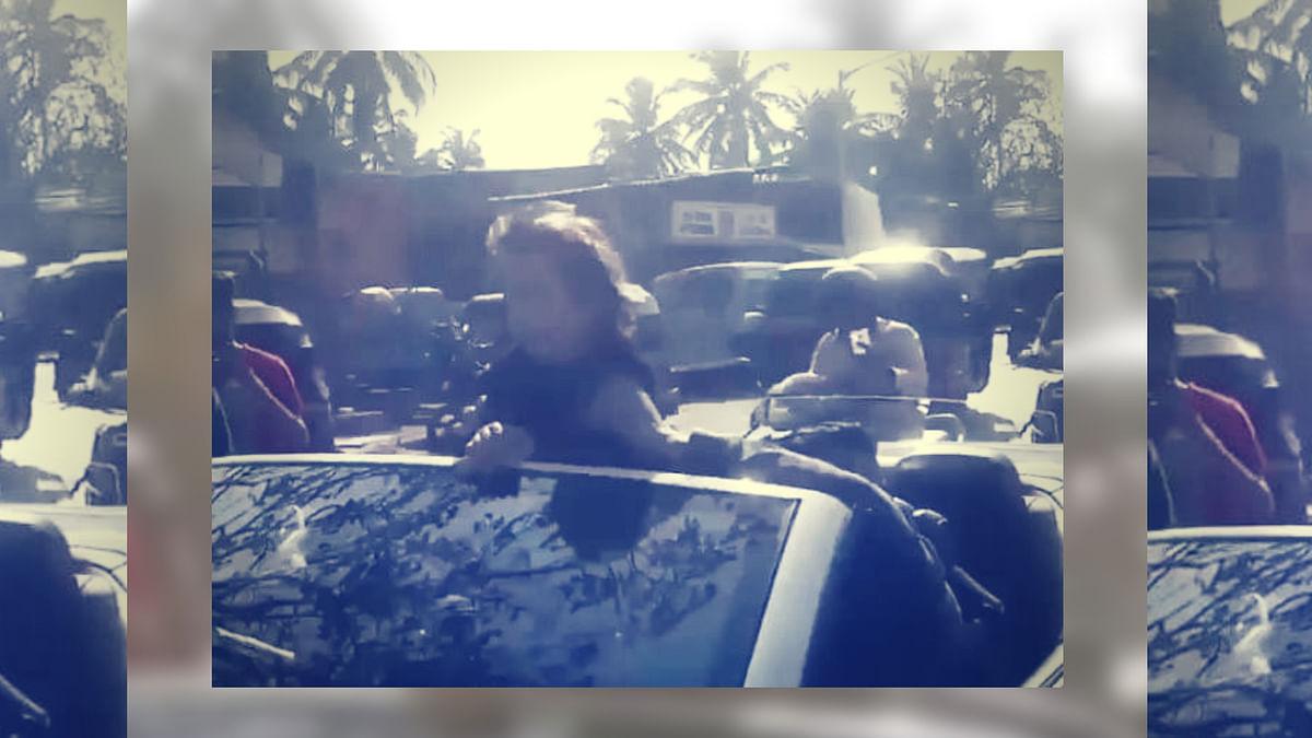 शाहरुख खान के अबराम बने सुपर हीरो, खुली कार में किया फिल्मी स्टंट