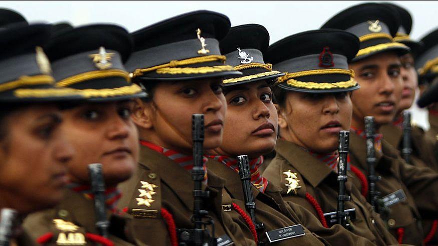 दुनियाभर में महिलाएं हर क्षेत्र में तरक्की कर रही हैं, तो सेना का नेतृत्व क्यों नहीं कर सकतीं