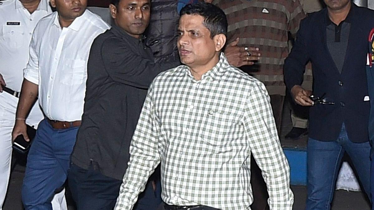 कोलकाता पुलिस कमिश्नर राजीव कुमार पर चिटफंड घोटाले में शामिल होने का आरोप.