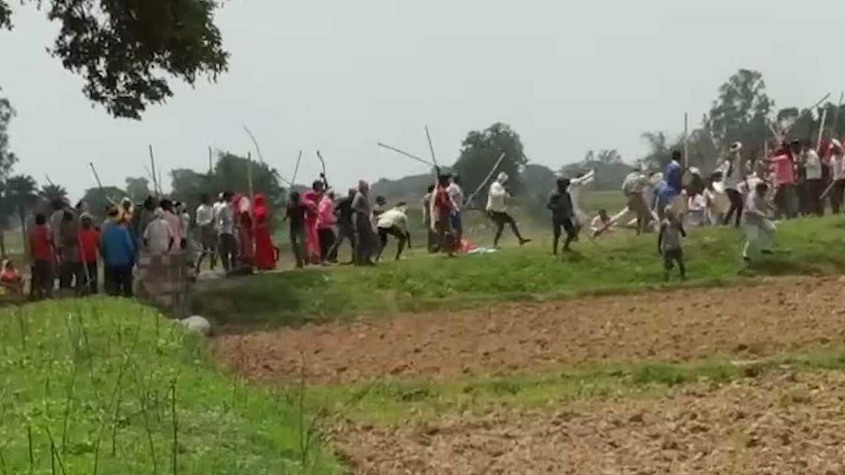 सोनभद्र नरसंहार का पहला वीडियो,हर तरफ गोलियों की गूंज और चीख-पुकार