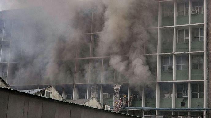 एम्स में आग दिल्ली को चेतावनी,बिन फायर NOC के सरकारी इमारतें,स्कूल