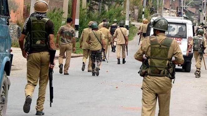 "<div class=""paragraphs""><p>कश्मीर में शहीद हुए दो और सैनिक</p></div>"