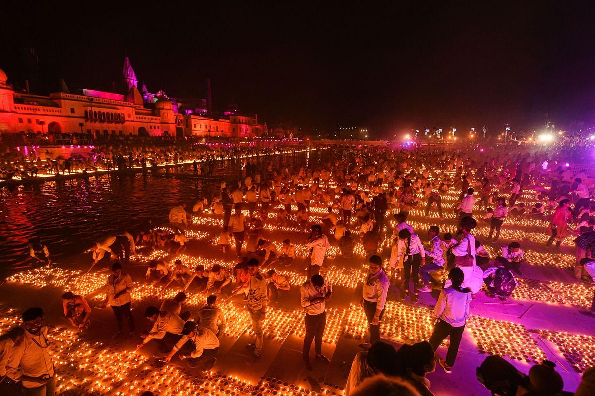 अयोध्या में 5 लाख 51 हजार दीए जलाने का बना रिकॉर्ड