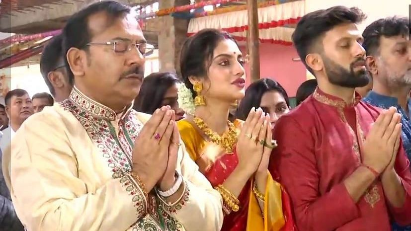 नुसरत ने पति के साथ की मां दुर्गा की पूजा, लोग बोले-फिर होगा फतवा
