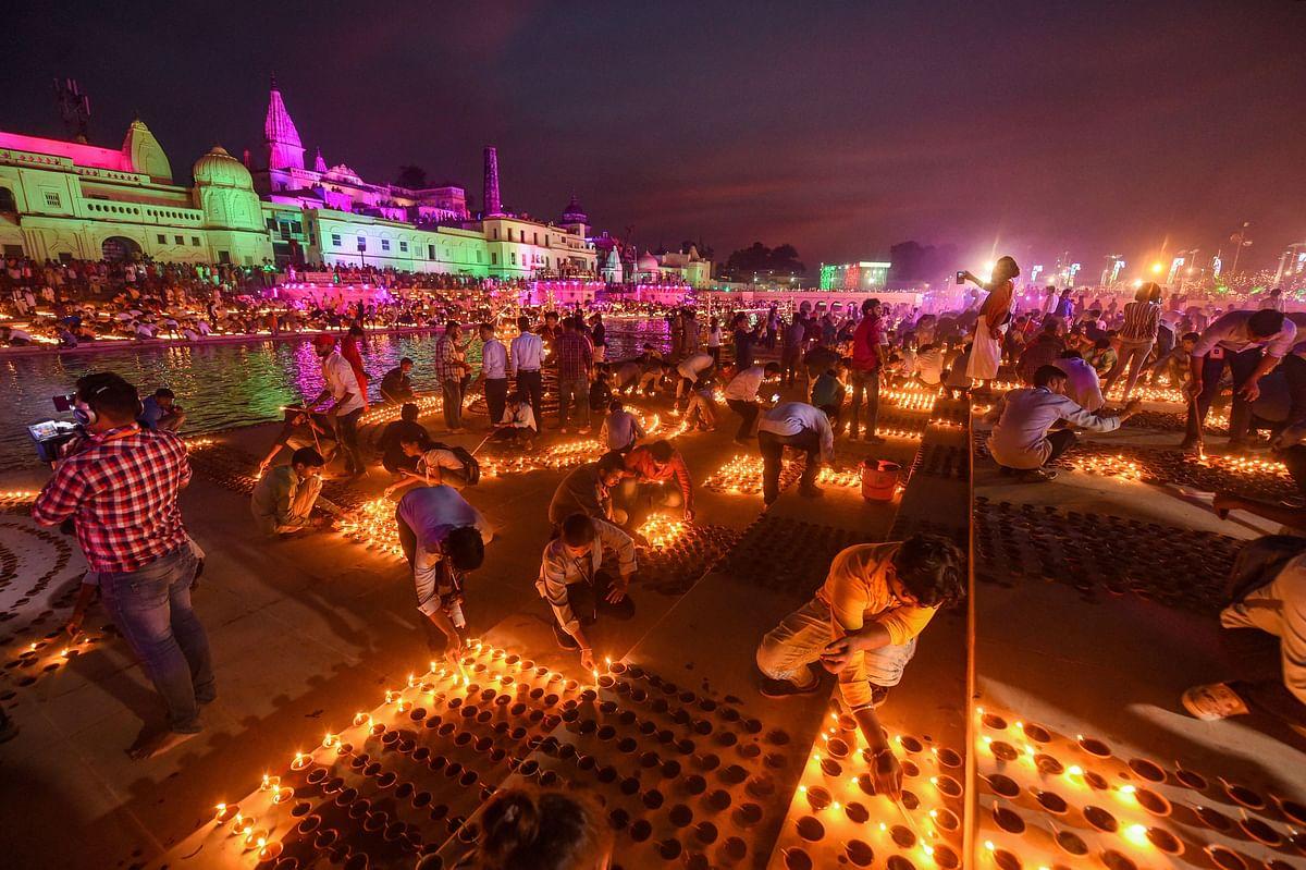 दिवाली के अवसर अयोध्या में दीपोत्सव समारोह का आयोजन किया गया