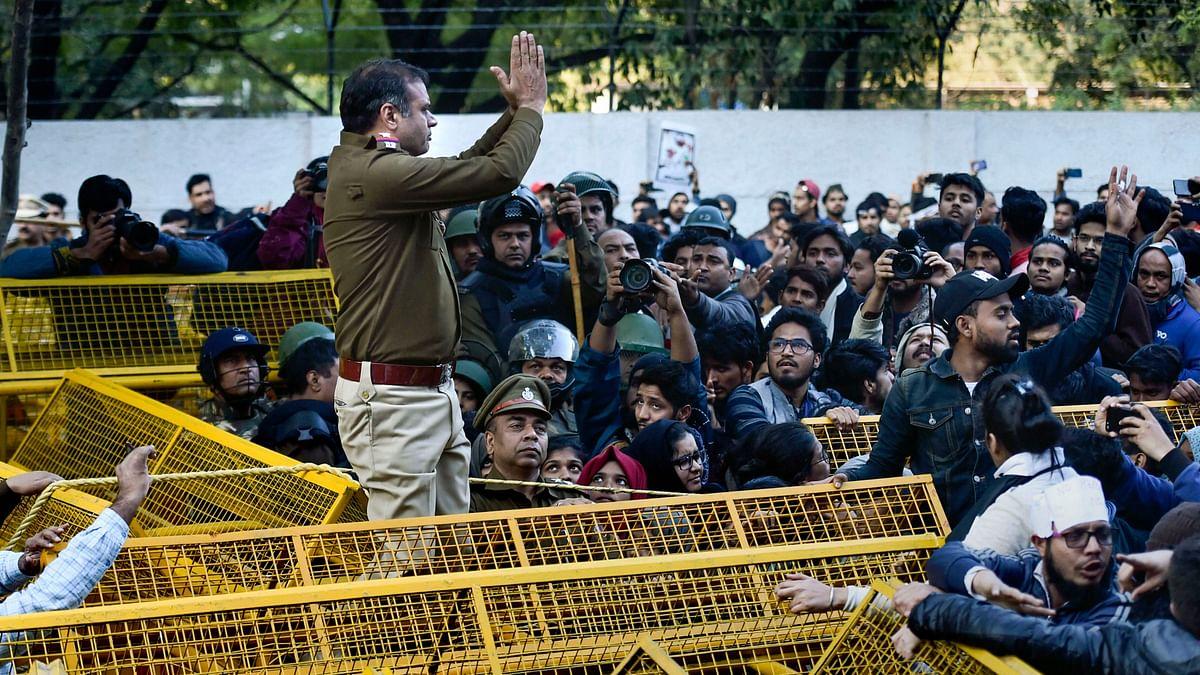 प्रदर्शनकारियों को वसूली नोटिस दिए जाने वाली याचिका खारिज