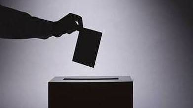UP पंचायत चुनाव: एसपी को झटका,गोपाल अग्रवाल ने दिया इस्तीफा