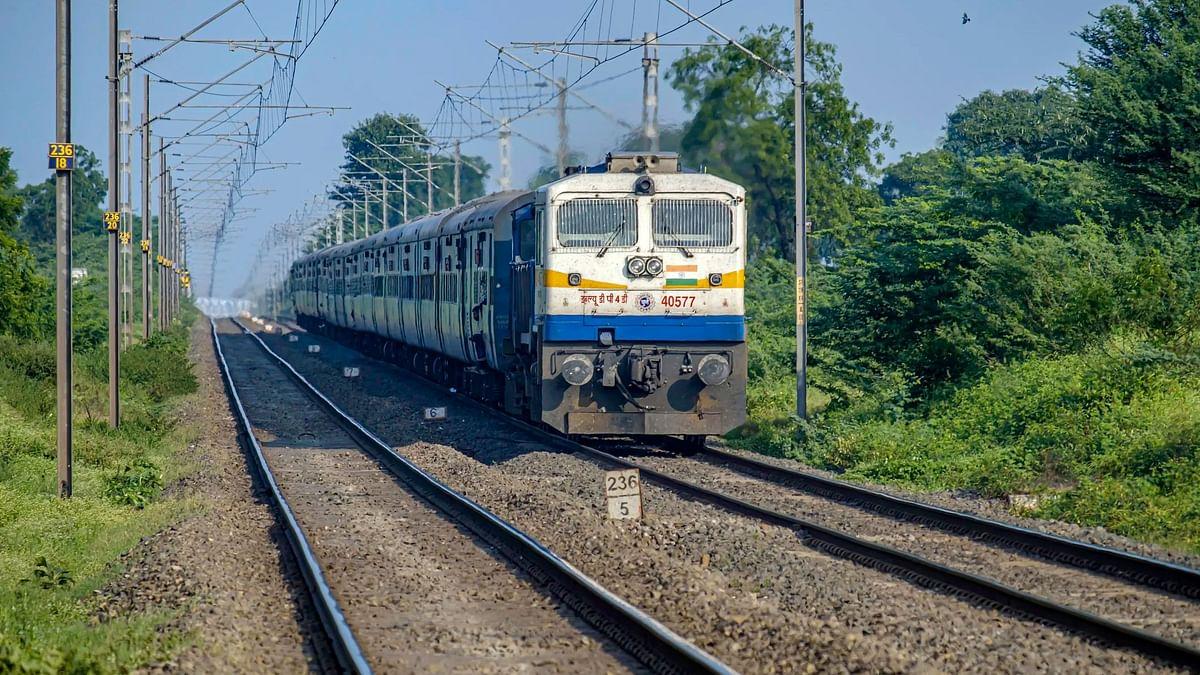 Coronavirus Effect on Indian Railways:  भारतीय रेलवे ने कोरोनावायरस के कारण इन ट्रेनों को कर दिया है कैंसिल.