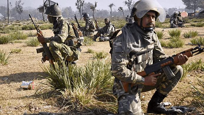 गढ़चिरौली: पुलिस ऑपरेशन में 5 नक्सली ढेर, रायफल, मैग्जीन, बम बरामद
