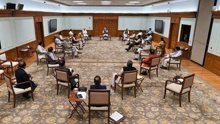 मोदी और उनके मंत्रियों की 4 दिनों में 2 बार बैठकें हुईं