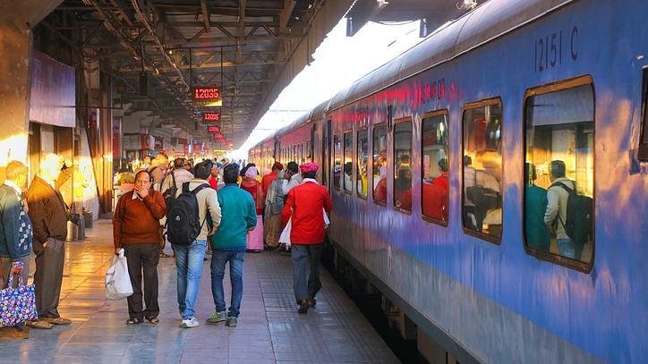 IRCTC Today Cancelled Trains List. भारतीय रेलवे ने आज कई ट्रेनों को कैंसिल कर दिया है.