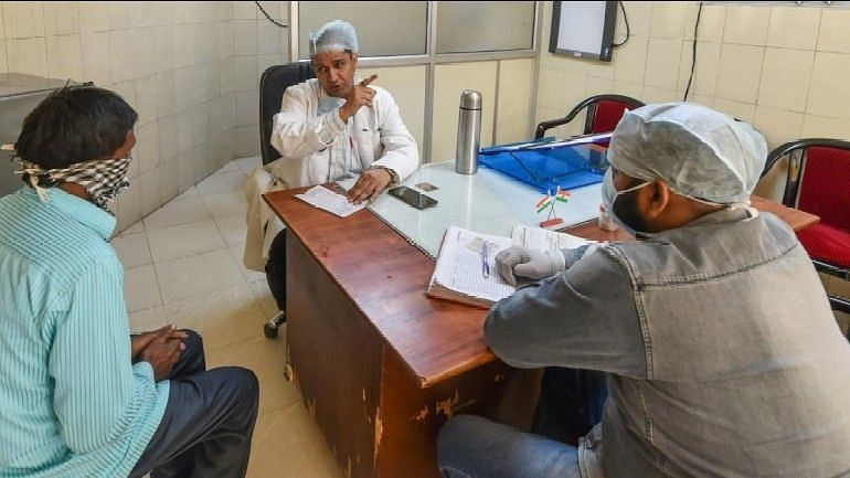 दिल्ली के साकेत में CRPF का डॉक्टर कोरोना पॉजिटिव