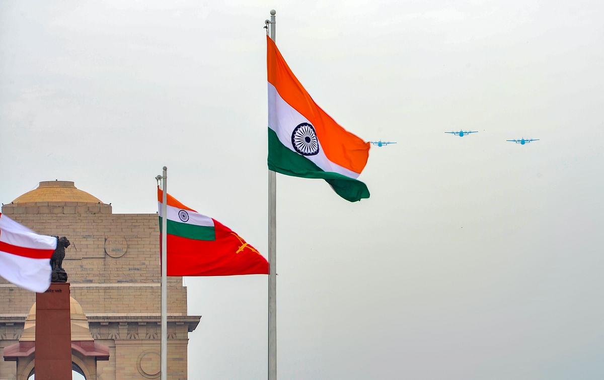 तस्वीरों में: आसमान से कोरोना वारियर्स को भारतीय वायुसेना की सलामी