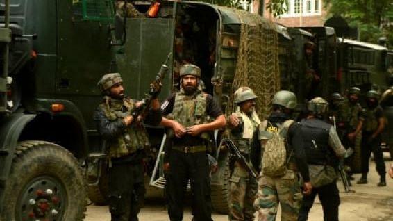 जम्मू-कश्मीर:CRPF की टीम पर हमला, एक जवान शहीद, एक लड़के की भी मौत