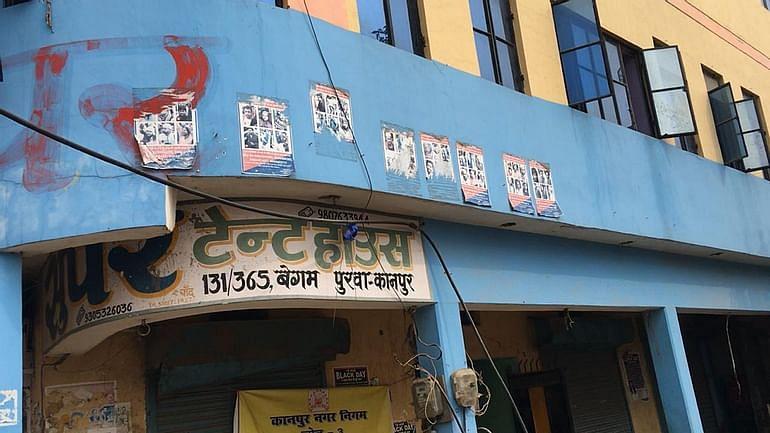 कानपुर के बेगमपुरा में पिछले साल इसी सर्किल के पास हिंसा हुई थी, अब पुलिस ने आरोपियों के पोस्टर  लगाए हैं