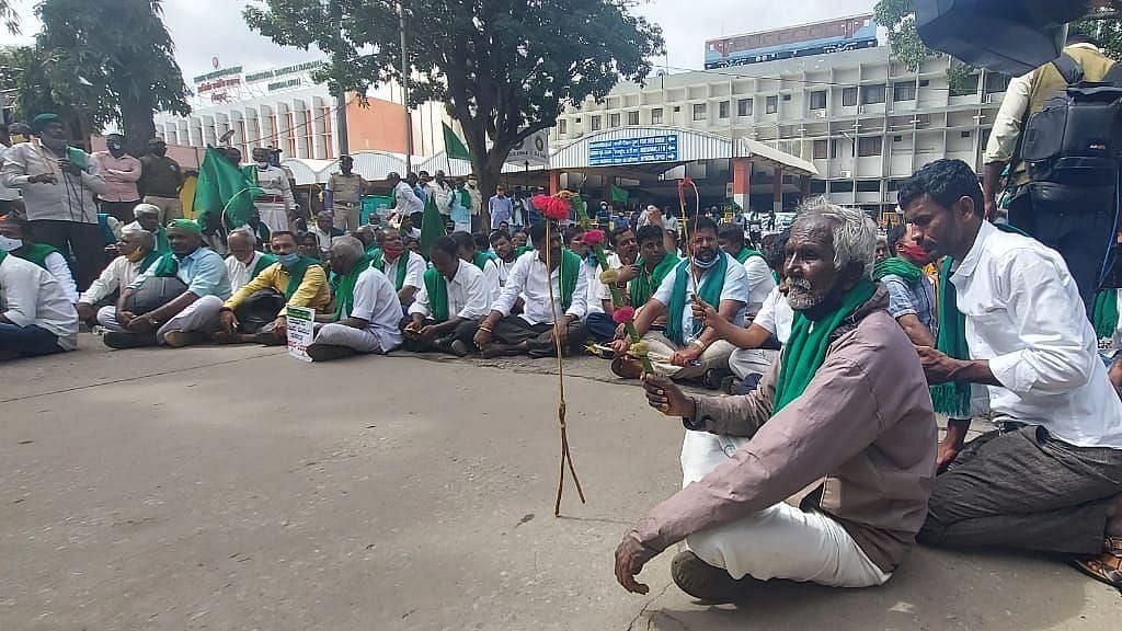 कर्नाटक: नए भूमि सुधार कानून के खिलाफ क्यों प्रदर्शन कर रहे किसान