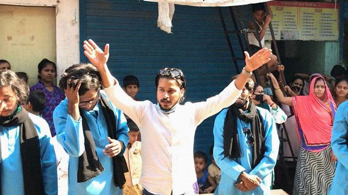 मुंबई की गलियों में जागरूकता बढ़ाने के लिए ड्रामा का सहारा ले रहा ये स्ट्रीट थिएटर