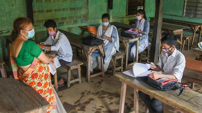 UP School Reopen: यूपी में आज से खुले प्राइमरी स्कूल, इन बातों का रखना होगा ध्यान
