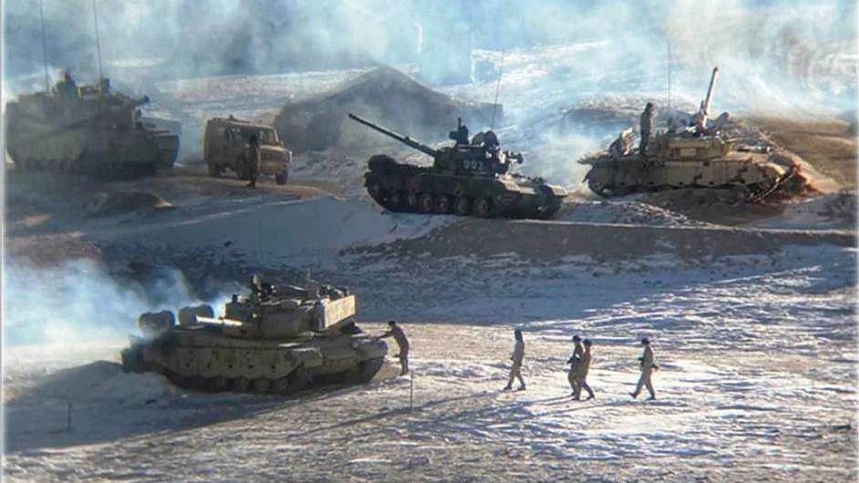 पैंगोंग सो पर भारत-चीन सेनाओं का हटना जारी- 13 तस्वीरें