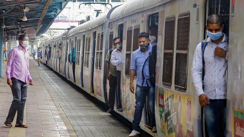 मुंबई: आम लोगों के लिए खुली लोकल ट्रेन, कैसा रहा लोगों का अनुभव?
