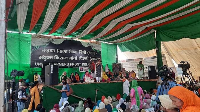 सिंघु बॉर्डर पर जुटी किसान महिलाएं