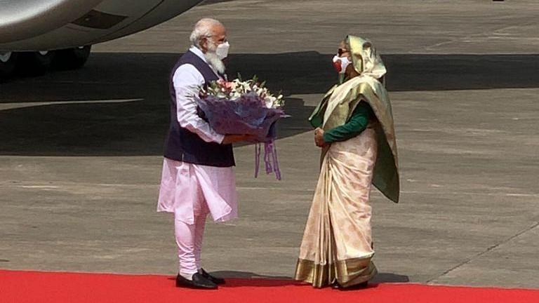 ढाका पहुंचे PM मोदी, भारत-बांग्लादेश के लिए क्यों खास है यह दौरा?