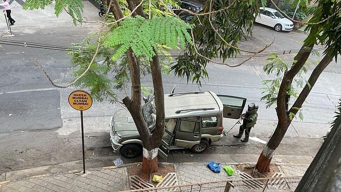 अंबानी के घर के आगे स्कॉर्पियो कार,तिहाड़ जेल से जुड़े तार-रिपोर्ट
