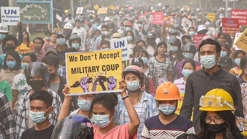 म्यांमार में बरस रहीं गोलियां,बिन नेता कैसे सेना के खिलाफ खड़े लोग