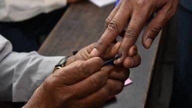 असम: गैरकानूनी तरीके से पोस्टल बैलेट के साथ मिला अधिकारी,जांच जारी