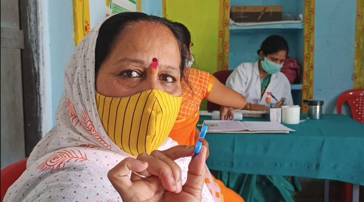 छोटे शहरों में कैसे दी जा रही वैक्सीन, मध्य प्रदेश से रिएलिटी चेक