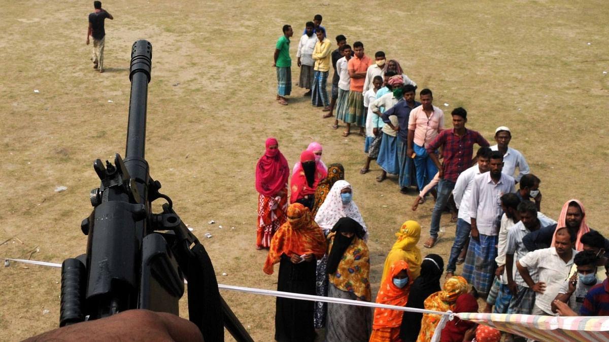 पश्चिम बंगाल विधानसभा चुनाव 2021 की वोटिंग के दौरान की एक तस्वीर