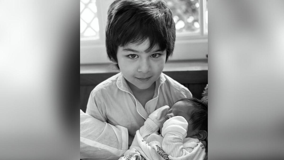 छोटे भाई के साथ तैमूर अली खान
