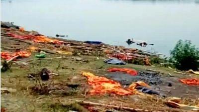 बिहार के बाद UP में गंगा नदी में तैरते दिखे शव, लोगों ने की शिकायत