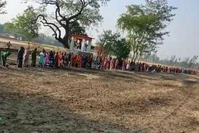 यूपी के गांवों में महिलाओं ने की 'कोरोना माई' की पूजा