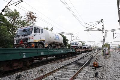 केरल पहुंची पहली ऑक्सीजन एक्सप्रेस ट्रेन