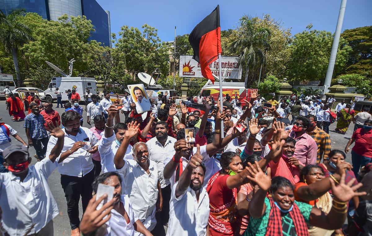 चेन्नई में जीत का जश्न मनाते स्टालिन समर्थक