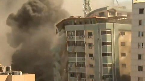 इजरायल ने गाजा में मीडिया संस्थानों की बिल्डिंग को गिराया