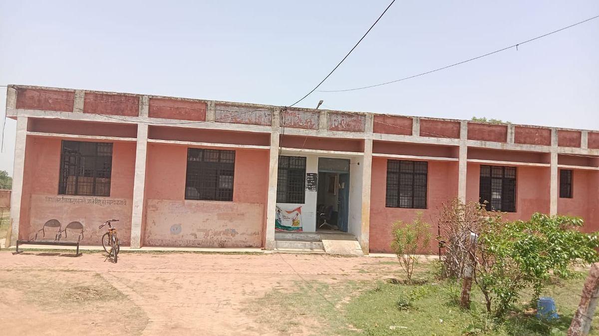 ज्यादातर वक्त बंद ही पड़ा रहता है तहसील मड़ावरा के अंतर्गत आने वाले ग्राम गिरार का ये स्वास्थ्य केंद्र