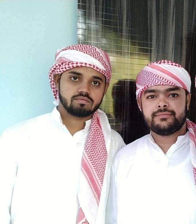 अपने भाई के साथ आसिफ इकबाल तन्हा