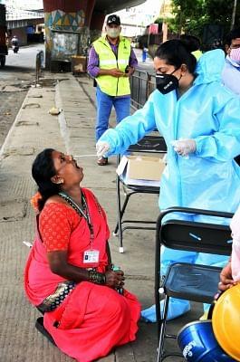 कर्नाटक: 24 घंटे में 11,042 नए मामले, 194 लोगों की मौत