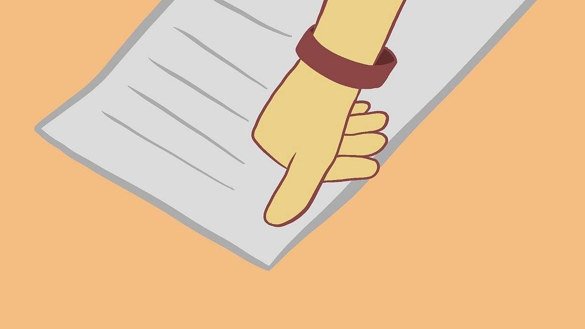 """<div class=""""paragraphs""""><p>सुनीता ने एक दस्तावेज पर हस्ताक्षर किए, जिससे यह सुनिश्चित हुआ कि उसके चार बलात्कार के आरोपी जेल से बाहर रहें.</p></div>"""