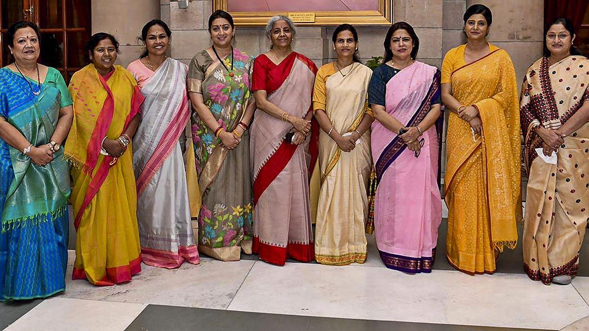 मोदी कैबिनेट विस्तार: कौन हैं 7 महिला मंत्री? किसको क्या विभाग मिला?