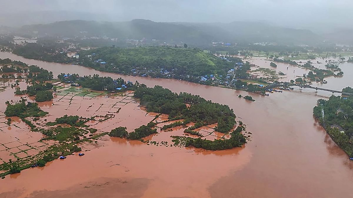 महाराष्ट्र: बारिश से तबाही, अबतक 112 लोगों की मौत, 99 लापता