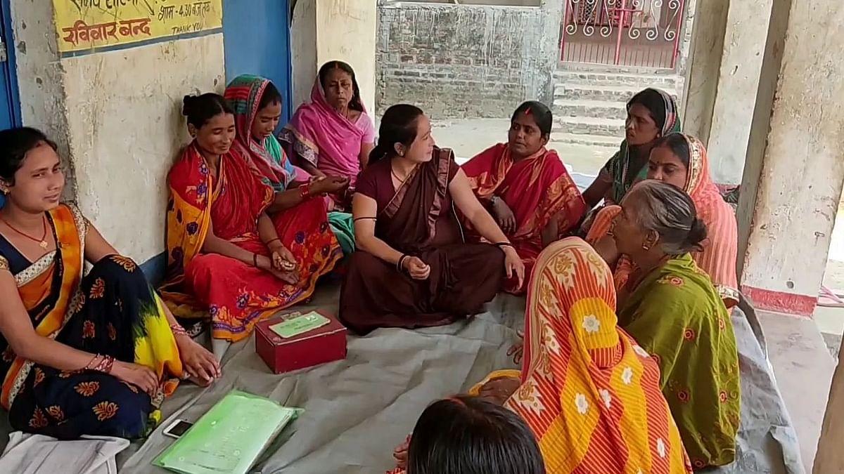 """<div class=""""paragraphs""""><p>सिमरी डुमरी गांव की महिलाएं अब वैक्सीन लगवाने को तैयार हैं</p></div>"""