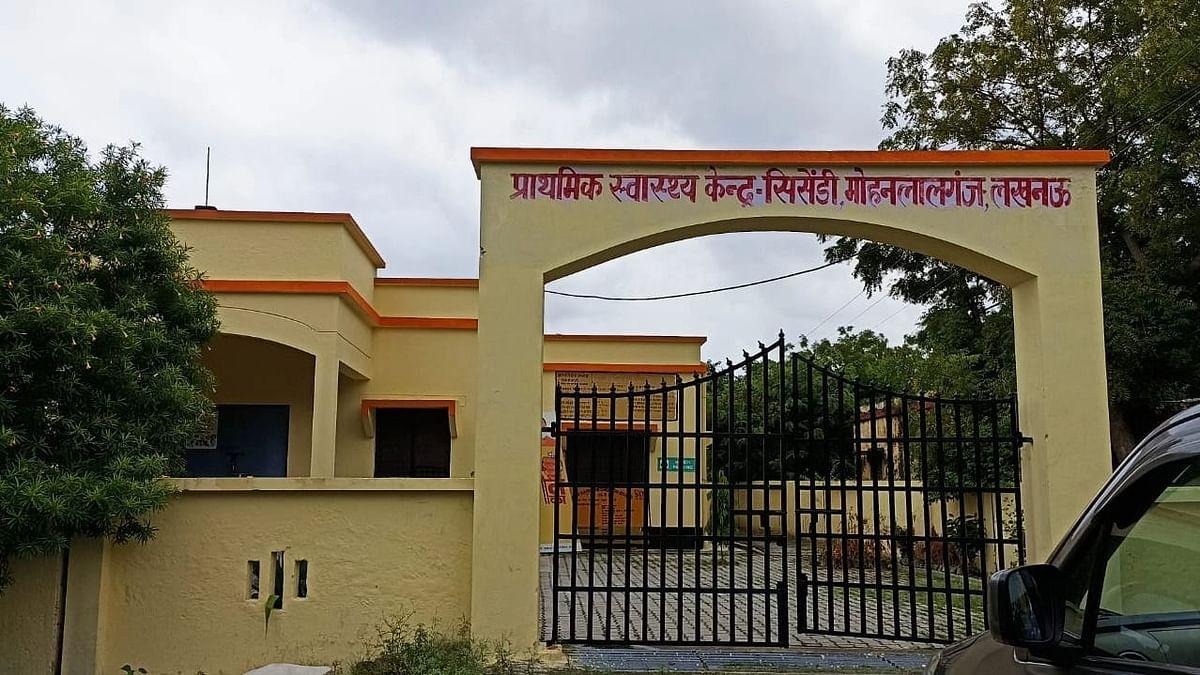 """<div class=""""paragraphs""""><p>तहसील मोहनलालगंज के गांव सिसेंडी का स्वास्थ्य केंद्र</p></div>"""