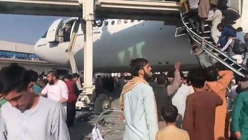 """<div class=""""paragraphs""""><p>तालिबान की धमकी के बाद पीआईए ने काबुल की उड़ाने बंद कर दी हैं.</p></div>"""