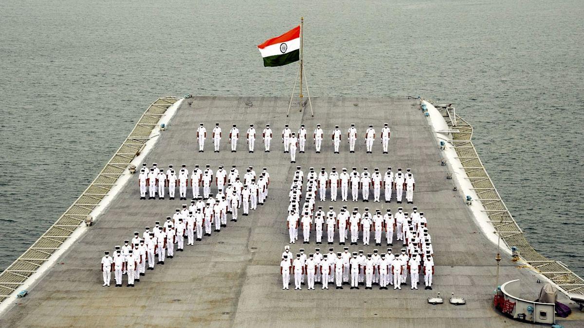 """<div class=""""paragraphs""""><p>मुंबई में भारतीय नौसेना ने मनाया स्वतंत्रता दिवस</p></div>"""