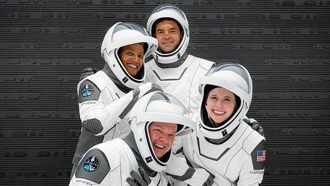 "<div class=""paragraphs""><p>Space X Inspiration4 मिशन</p></div>"