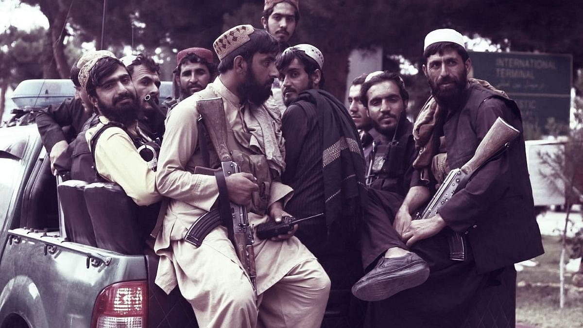 """<div class=""""paragraphs""""><p> काबुल अंतर्राष्ट्रीय एयरपोर्ट पर 31 अगस्त को मौजूद तालिबान लड़ाके, प्रतीकात्मक तस्वीर</p></div>"""